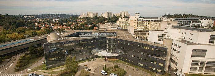 Façade du bâtiment 3A au Centre Hospitalier Lyon-Sud