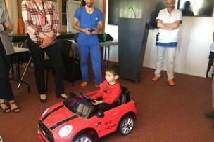 Des voitures électriques pour les petits patients du bloc de l'HFME